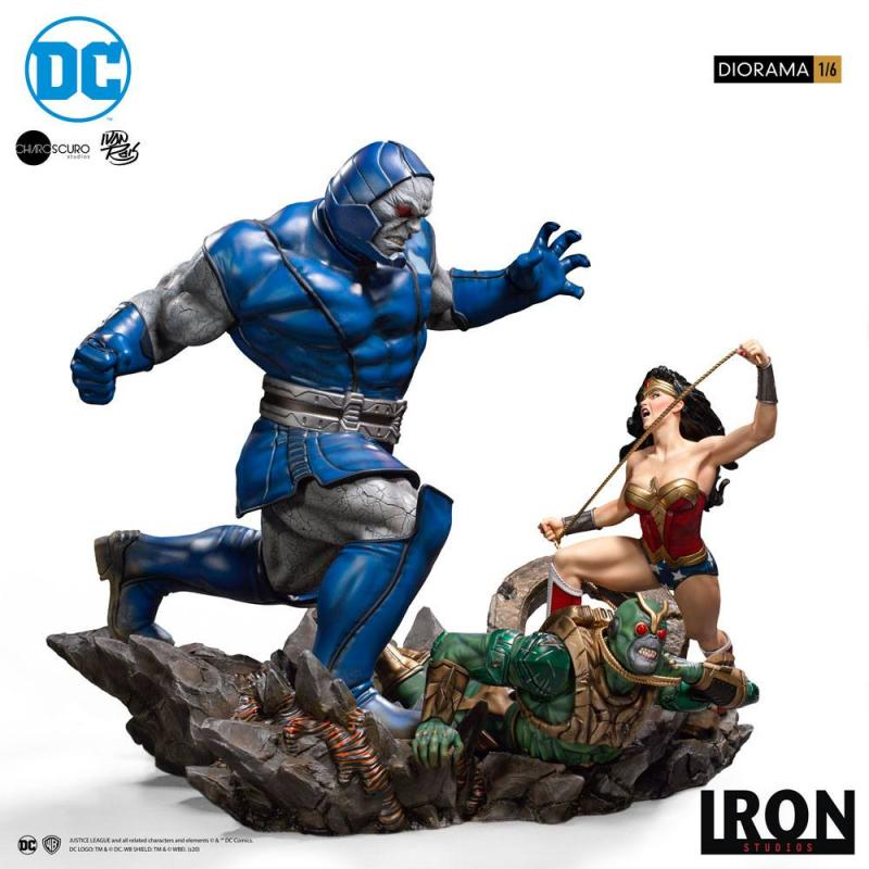 DC Comics: Wonder Woman Vs Darkseid by Ivan Reis - Diorama 1/6 - Iron Studios