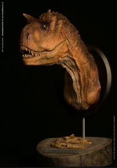Paleontology World Museum Collection Series Bust Carnotaurus Female Brown Ver. 25 cm