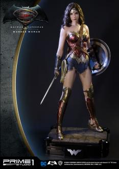 Batman v Superman 1/2 Statue Wonder Woman 102 cm