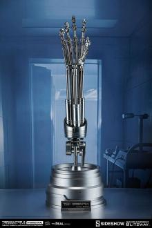 Terminator 2 The Real Replica 1/1 T-800 Endoskeleton Arm & Brain Chip Set
