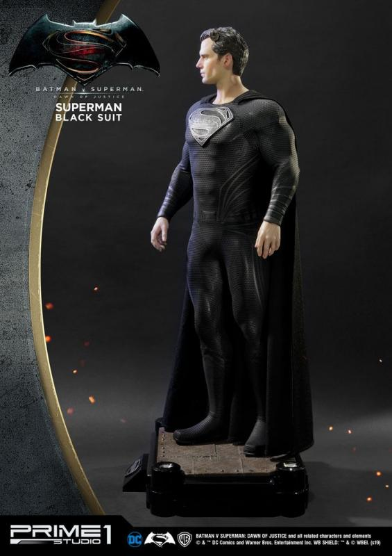 Batman v Superman Dawn of Justice 1/2 Statue Superman Black Suit Ver. 106 cm